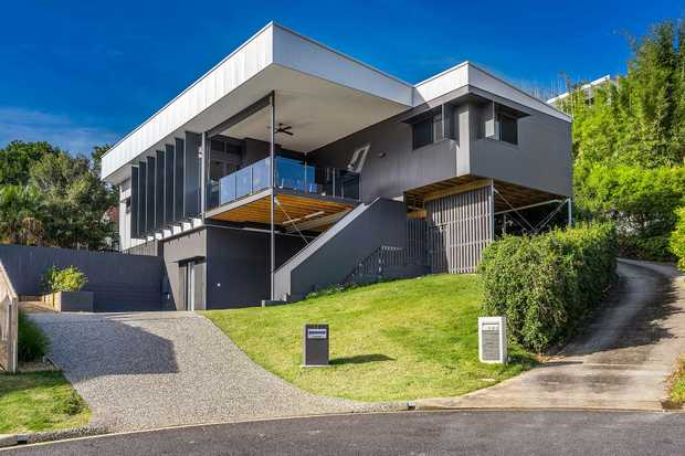 Newly completed Wollumbin Haus in Byron Bay, just 1km from the sandy surfing beach and town centre...