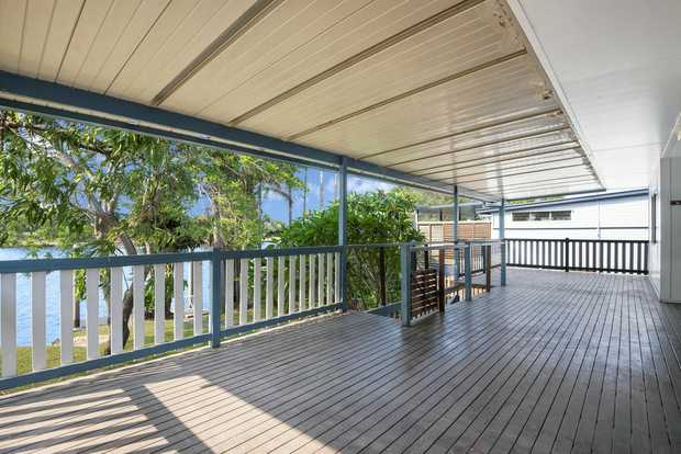 On offer is a good size home on the waterfront. 3 large bedrooms with built ins, 2 with air...