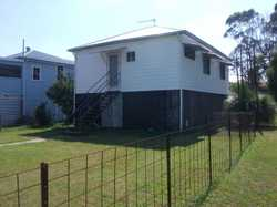 Beautifully renovated 2 bedroom home in quiet street with lovely rural views.  Combined Lounge/Din...