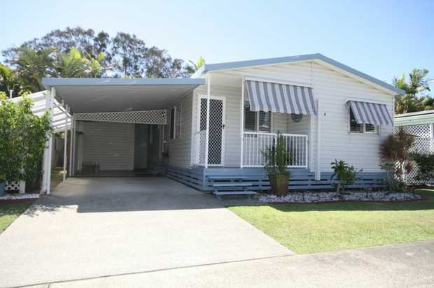 Located in the popular over 50's Noble Lakeside Park just a short drive to the pristine beach at...