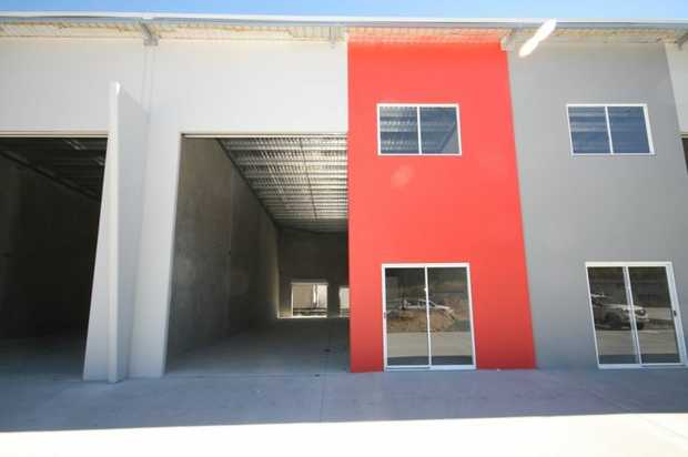 Whether it's a warehouse, factory or Industrial shed you're after, here is a flood free 150 sqm tilt...