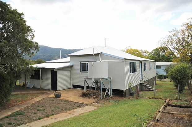 Located in the charming village of Tyalgum, this 3 bedroom cottage has just had a completely renovated...