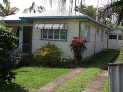Recently painted 2 bedroom duplex in quiet street.  Formal lounge with air conditioning, sunny fron...