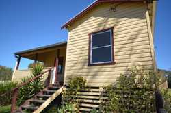 3 bedroom older style cottage home All rooms, bedrooms & bathroom recently painted Carpeted bedroo...