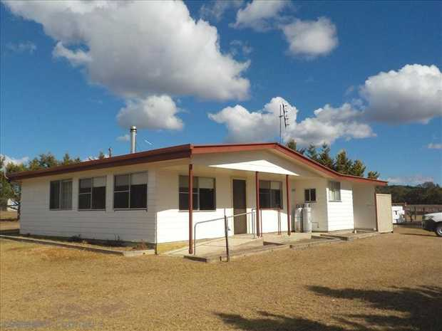 3 Bedroom home has come available sitting on 16acres a short 10 minutes from town. Wood Heating plus...