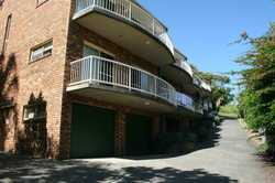 :: 3 bedrooms + built-ins :: Double garage - power lift :: Block of 5 townhouses :: Adjacent to r...