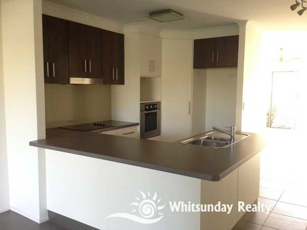 Modern 2 bedroom unit located in a quiet street, close to bus stop, pool, shops, school and football...