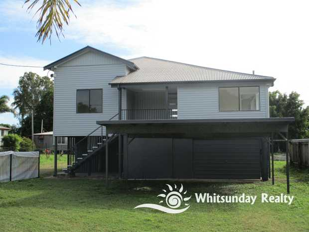 Freshly painted and renovated high-set Queenslander with 3 bedrooms and 2 bathrooms. New kitchen...