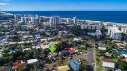 A location that truly shines can be yours, with a golden future to matchthis lowset family home is p...