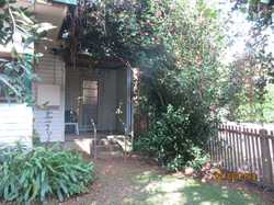 This one bedroom recently renovated flat is within walking distance to all Bellingen has to offer. F...