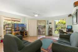 A 2 minute walk from all the shops and cafe's of Pottsville village is this comfortable 3 bedroom, 1...