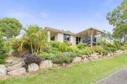 A comfortable 4 bedroom home in amongst the koalas! If you're just getting started or looking to ret...