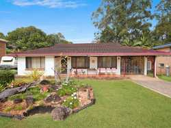 This beautifully maintained 3 bedroom home is perfect for your first home or next investment. Locate...