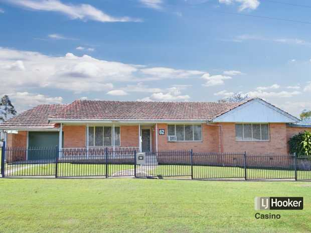 Come and inspect this lovely, elevated 3 bedroom brick home on a 700sqm corner block. Great position on...