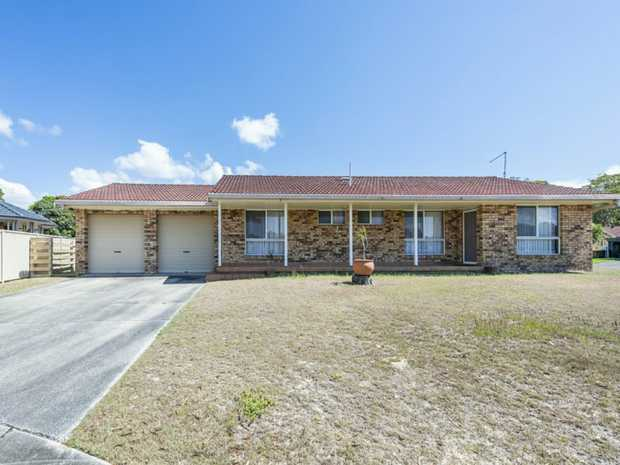 Family home situated a quiet cul de sac, a stones throw from the Clarence River. Three generous...
