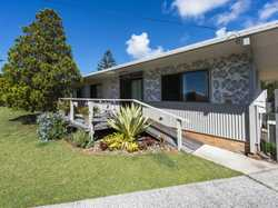 Beautifully maintained home located in a quiet cul-de-sac in the central part of Iluka. Close to eve...