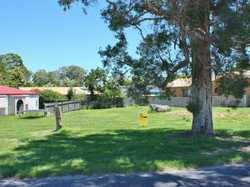 652sqm block of land located an easy 300 meter walk to the North Arm of the Clarence river, or 400 m...