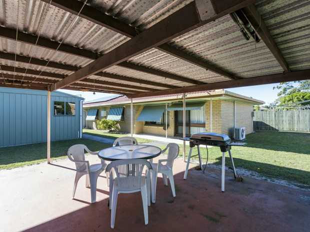 In a quiet street this two bedroom duplex villa will appeal to first home buyers, investors and...