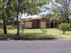 This brick and tile house has 3 bedrooms, 3 way bathroom, verandah, is fully fenced and includes a d...