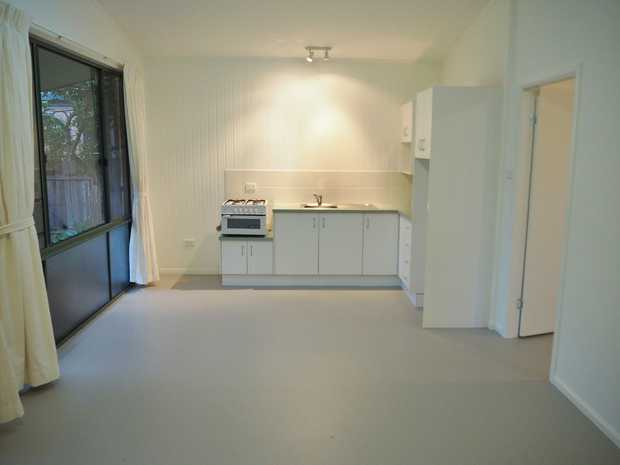This one bedroom granny flat is located opposite Kalora Lake and only a short walk to Yamba Shopping...
