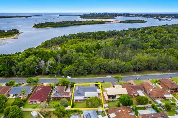 The key to any great real estate investment is to purchase in a great location. With a leafy reserve...