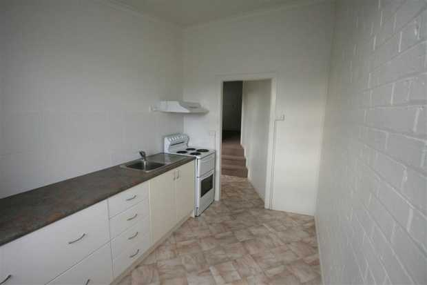 1 bedroom unit, Electric kitchen, bathroom with shower and toilet. central position, just meters to...