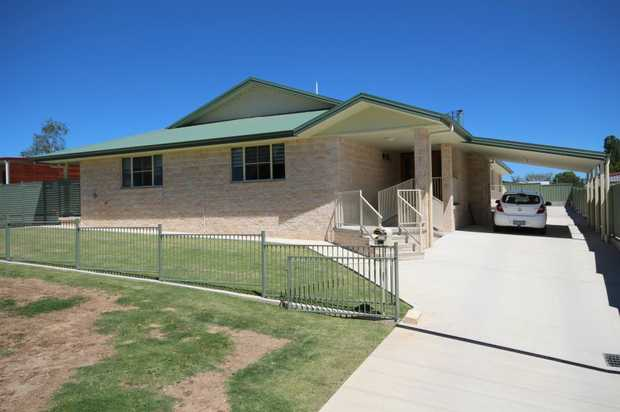 Located a short stroll from park lands, Tenterfield creek and walking tracks, this 2012 built home is...