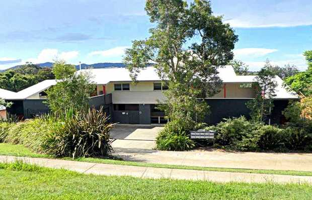 Within walking distance to beautiful beaches, parks, restaurants, shops and Coffs Creek - this moder...