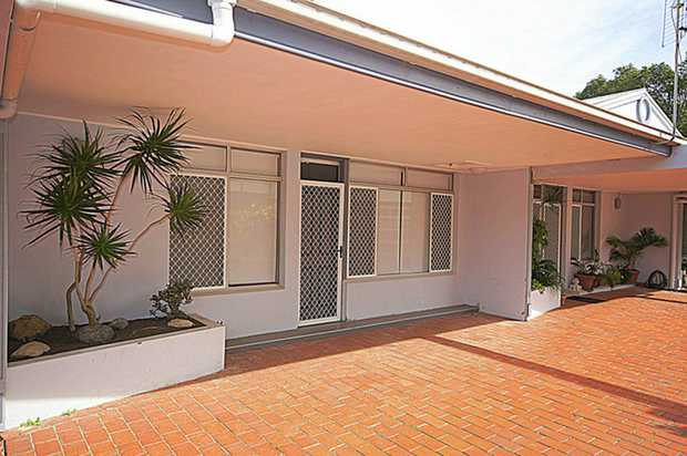 Modern and stylish furnished unit opposite the beach and close to cafes, restaurants, shops, parks and...