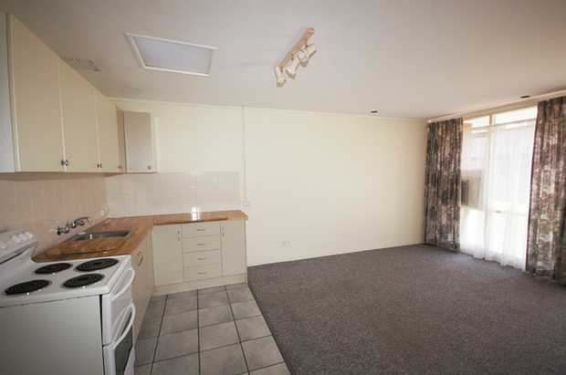 This neat, tidy and well presented unit is conveniently located within walking distance of Coffs Har...