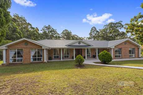 Sitting proudly at the end of a quiet cul-de-sac you will find this impressive home on 1.75 (approx)...