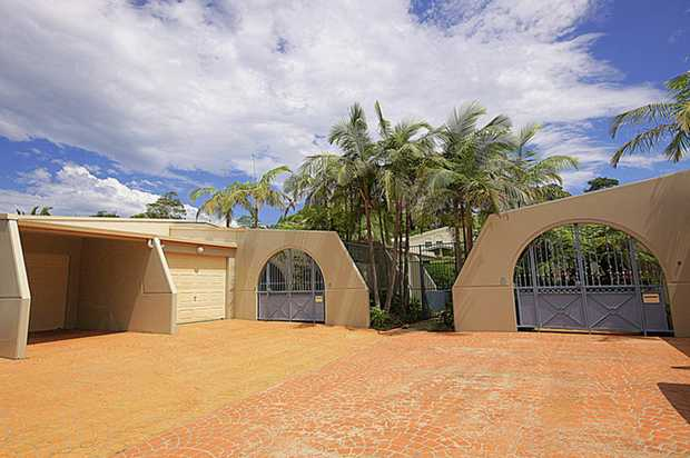 Positioned in a popular complex located in the Jetty area, this townhouse features: ceiling fans thr...