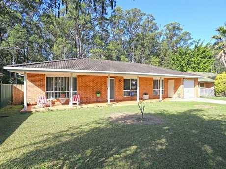 This neat and tidy home is located in the family friendly suburb of Boambee and features: three...