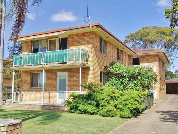 Located in the beach-side suburb of Park Beach is this revamped two bedroom unit. Within walking dis...