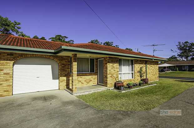 Positioned near the end of a quiet cul-de-sac is this excellent sized two bedroom villa. The propert...