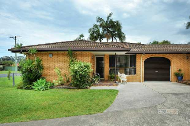 This level villa is ideally positioned close to Coffs Harbour CBD and bus transportation.  Tastefully...