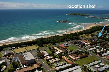 Situated across the road from the beach and close to cafes and restaurants, the location of this...