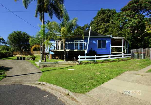 This eye catching split level home is special in so many ways.  Located very close to the Coffs Harb...