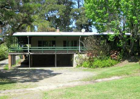 Five bedroom family farmhouse is set upon acreage in a relaxed suburb of Korora making it perfect for...
