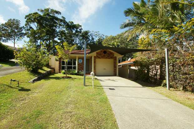 Lovely three bedroom home in a quiet and family friendly neighbourhood in Coffs Harbour. This family...