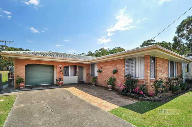 This immaculate home features three bedrooms with built-in wardrobes, ensuite to master bedroom, mai...