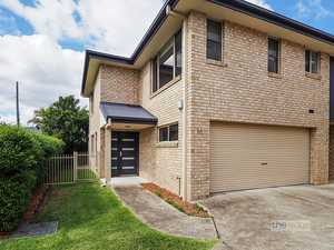 Modern townhouse - close to CBD...