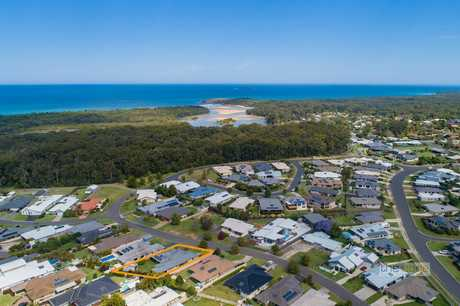 Perfectly positioned just a short walk to Moonee Beach Estuary and reserve and within moments of Moonee...
