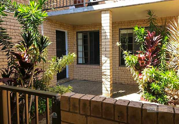 This stylish ground floor unit is conveniently located within an easy walk to Park Beach Plaza, parks...