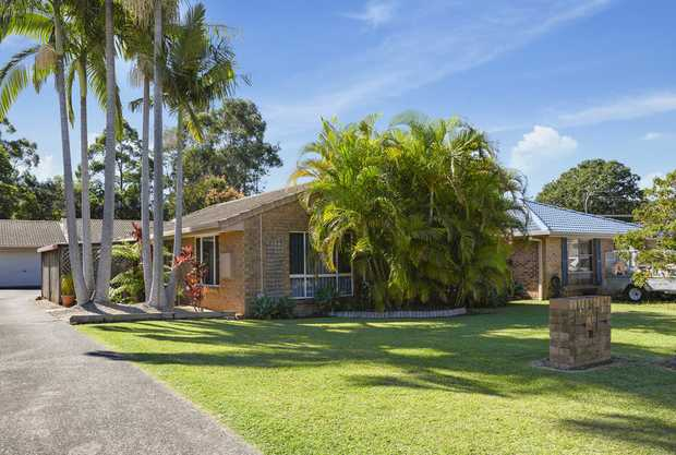 Whether starting out or slowing down, you will be impressed with this spacious 3 bedroom villa/home...