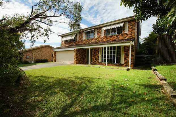 Five bedroom family home situated in the well sought after Diggers Beach. Within walking distance to a...