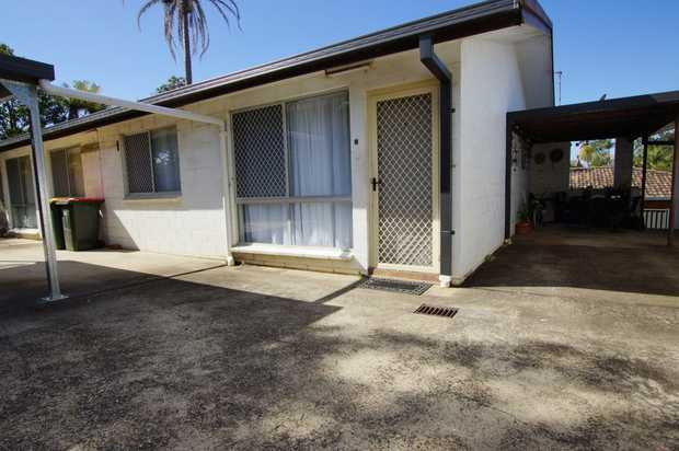 This centrally located two bedroom unit is ideally located within walking distance to Toormina Shopping...