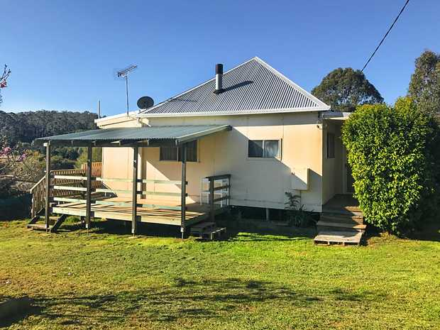 Set in rural Lowanna, a rare opportunity awaits for a first home buyer or investor. Charming country...