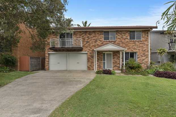 This beautiful 2 storey family home has everything you could ask for.  Situated within walking...