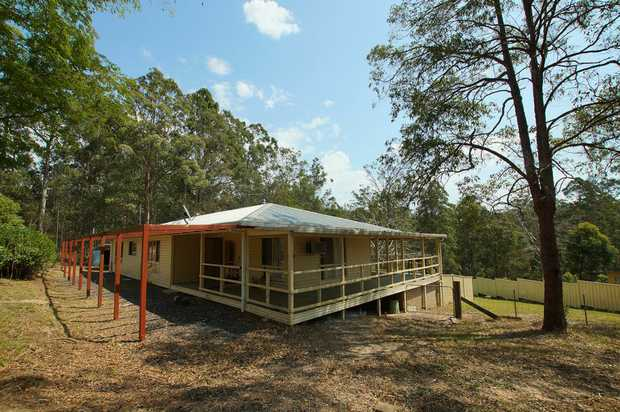 Located approximately 40 minutes from Coffs Harbour is this spacious rural home. The property features:...